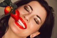 Jak bezpiecznie wybielić zęby?