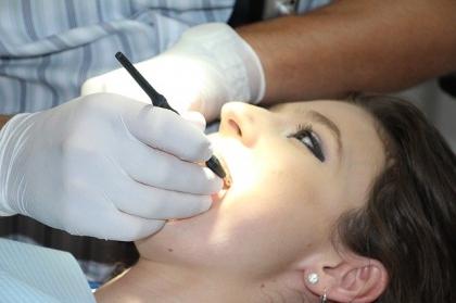 Wybielanie martwych zębów
